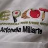 Particolare della giacca da cuoca di Antonella Millarte, gastronoma, appassionata sostenitrice della causa della qualità dell'agro-alimentare pugliese. Ha presentato l'intera giornata di Qoco 2011 alla Tenuta Cocevola ad Andria