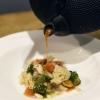 Zuppa di Plinio di Daniele Usai: Zuppa di pesce locale con estratto di pino mugo e pinoli