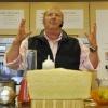 Mario Batali durante la preparazione dei suoiGoat Cheese Gnudi with Tomato Soup