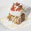 Il merluzzo cotto in oliocottura e poi poggiato su una zuppa di pane con vinaigrette di aceto balsamico di Moreno Cedroni, La Madonnina di Senigallia (Ancona)