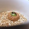 """Biscotto di grano saraceno e riso, formaggio bittostorico """"ribelle"""", crema di patate ed erbette. Percorso netto, per ora. E il meglio deve ancora venire. In tavola giungono un panino al vapore alla menta, del pane ai cereali (ottimo), dei grissini alla lavanda e un burro favoloso: proviene dagli alpeggi nella Val Rezzo, Beretta lo affumica e aggiunge sale Maldon"""