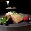 Delizioso il Salmerino affumicato menta & timo, lamponi, rafano e gel di fiori di sambuco. Perfetto contrasto gustativo, piatto raffinato