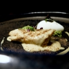 Storione tonné, olio evo, caviale, capperi e lattuga. Il pesce è pescato a pochi chilometri da Como, il piatto gioca con le sue consistenze simili a quelle del vitello, la salsa è a base di missoltini, la loro colatura e agoni, più un ristretto di carne. Poi gelato d'extravergine e caviale Da Vinci di Calvisius