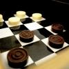 La dama finale: le pedine sono cioccolatini bianchi e neri al tartufo