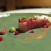 Un piatto storico, Salmerino marinato ai lamponi, acqua distillata di lamponi, gelato di aglio selvatico, germogli e pesto