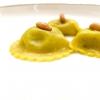 Altra pasta ripiena: questa volta di parmigiano 120 mesi, olio di elicriso e pinoli. Bomba gustativa