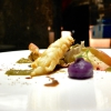 Uchiwaebi yaki:cicala batti batti scottata in padella, estrazione di carciofi, patata viola nel dashi, cavolo cuore di bue e salsa tamari