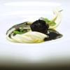 Sette spaghetti al tartufo, «ho ripreso la tradizione veneziana degli spaghetti al nero. E' un piatto nato per caso, utilizzando scarti di seppia, panure di funghi e nero di seppia». Esito squisito