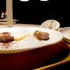 Appetizer in bel vassoio: Chips di gallina (buonissima), Canapé di fegatini con pera, Sgombro in escabece e Cavolfiore grigliato con bagna cauda