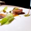 Il Vitello e il Tonno:scamone di vitello (cottura sublime), ventresca di tonno confit e poi scottata, salsa di fonbdo di vitello, capperi e acciughe. Un piatto che diventerà classico