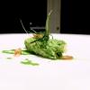 Versione 2.0 della sarda in saor: la cipolla viene cotta a lungo con verza e alloro, un classico della cucina veneziana la sarda è avvolta nella stessa verza, poi pesto di barbe di finocchio di recupero e qualche barba stessa sopra al piatto. Altro piatto ottimamente riuscito