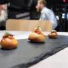 Un vero e proprio percorso degustazione alla Taverna Gourmet. Nella foto di Tanio Liotta, s'inizia con gli appetizer: Bigné ripieni di provola e pomodoro del Piennolo