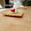 Crackersalato, gel di frutti rossi, crema al limone