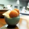 Panzerotto campano (parmigiana e polvere di pomodoro)