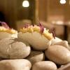 Patata pietrificata, maionese di zafferano e i suoi fiori