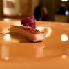 Maialino agropiccante, pastinaca all'anice, cavolo viola fermentato: la carne a bassa temperatura, poi piastrata