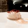 Brioche imbevuta al rum, crema mousseline, marmellata di arance amare, dessert ispirato alla classica tarte polonaise