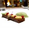 Brownie al cioccolato, ribes, gelato al finocchietto selvatico e caramello salato