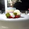 Semifreddo all'ananas e lime con granita di lamponi e champagne: anche i dessert sono molto piacevoli ed eleganti