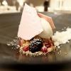 Si chiude benissimo con un dessert contemporaneo e intelligente: Lavanda, frutti di bosco, yogurt