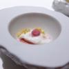 Buonissimo l'Uovo di quaglia in camicia, miglio croccante, maionese di barbabietola
