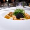 Cacciucco del mar Tirreno: pesci, crostacei e molluschi. La spugna è di nero di seppia