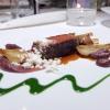 Taglio di bistecca Chianina Igp Selezione Simone Fracassi, cipollotto fresco, rosmarino, polvere di extravergine d'oliva