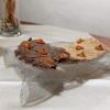 La nostra bella cena negli scatti di Tanio Liotta. S'inizia con gli appetizer: Cialde di riso di Sibari (riso nero e integrale) con ketchup di 'nduja