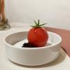 Ricotta vaccina, gel di pomodoro, aceto, olive nere disidratate e polverizzate