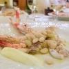Altro sempreverde: sogliole, triglie, sugarello, sparnocchi, gambero rosso, scampo e cicale di mare con fagioli schiaccioni di Pietrasanta