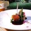 Agnello del Marchesato, albicocche, asparagi, caviale di melanzane affumicate, salsa alle ciliegie.Ottima la costoletta, rivedibile il rollé di coscia stracotta e sfilacciata