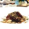 Anatra invernale con furikake, il suo ristretto, rapa rossa cotta alla griglia, scorzonera, il fegatino con chips di cacao croccante