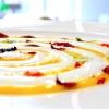 Spirale d'uovo cotto a freddo, albume montato, contrasti acidi e piccanti