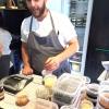 Edoardo Canella, chef padovano al Noma, nello spazio dove vengono pensate e ripensate le nuove ricette. «Qui c'è il nostro alfabeto», detto aprendo il frigorifero