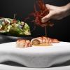 Gambero carabiniere, animelle glassate, croccante alle alghe con insalatina aromatica Edoardo Fumagalli – chef de La Locanda del Notaio a Pellio Intelvi (Como)