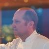 classe 1963, tedesco di Friedrichshafen, in Italia dalla fine del 1993,Heinz Beck è lo chef di La Pergola dell'hotel Rome Cavalieri di Roma, 3 stelle Michelin. E' chef anche del ristoranteCafè Les Paillotes di Pescara (1 stella Michelin), Heinz Beck Seasons al Castello di Fighine in Toscana (1 stella Michelin), Social Heinz Becke Taste of Italy by Heinz Becka Dubai (Emirati Arabi), Gusto by Heinz Beckin Algarve (Portogallo) e, dal novembre del 2014, di Heinz Beck e Sensi by Heinz Beck a Tokyo (Giappone). Foto di Marco Serafini