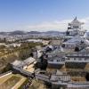 La prefettura di Hyogo - divisa nelle 4 province di Settsu (Kobe), Harima, Tamba e Tajima - unisce due coste: il mare del Giappone e il mare di Seto nel Pacifico a sud. Il suo simbolo è il castello di Himeji, patrimonio mondiale dell'umanità Unesco, eretto nel 1601. Tra poche settimane, tutt'attorno, cominceranno a fiorire i ciliegi, uno spettacolo molto atteso(fotodronestagr.am)