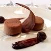 Mousse di cioccolato, biscotto al cacao, pralina e frutta secca