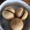 Assaggio #5:Macaron di funghi shiitake con sanguinaccio e mela verde