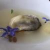 Ostrica Gillardeau con crema di scalogno e pera williams