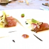 Altro antipasto ottimamente eseguito: Ricciola marinata, scottata e affumicata, indivia riccia, salsa di ostrica e umeboshi
