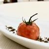 S'inizia con gli appetizer: ottima la Tartare di spigola e pomodoro