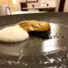 Un piatto del menu La mia Sardegna, ma che racconta il territorio con modernità e una piacevolezza indimenticabile. E' stato tra i miei preferiti:Battuto di pecora, patata soffiata e bucce. La buccia di patata viene soffiata e fritta, così resa croccante, poi riempita di battuto di pecora, a parte la spuma di patata