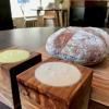 Si inizia con pane da grano 100% Senatore Cappelli, poi crema d'olio evo di Coratina Muraglia e lardo