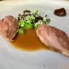 Quaglia, prugna e fagiolini: la quaglia con noci macadamia, fagiolinidi mare e di terra, umeboshi di prugne