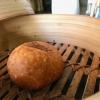 In accompagnamento, un pane al vapore e poi fritto