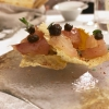 Cefalo marinato al muscovado, crema di tamarindo, chips di polenta e polvere di liquirizia