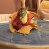 Tartare di bue rosso, salsa speziata, liquirizia, finocchietto, tartufo estivo e foglie di lavanda