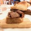 Pane con la lingua cotta in acqua salmistrata, aceto di Cannonau. Una delizia