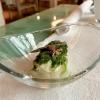 Tagliatella di calamaro, spuma di patate, alghe e asparago selvatico. Si parte già benissimo, piatto dritto, rigoroso